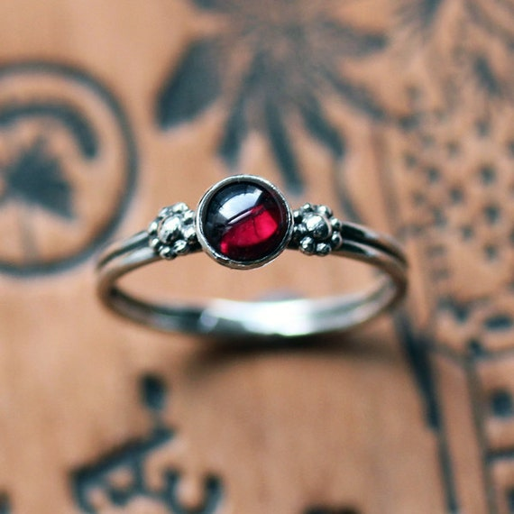 Garnet cabochon ring, garnet ring silver, daisy ring, boho silver rings, January birthstone ring, red ring, cabochon ring, made to order