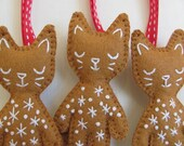 Festive Gingerbread Cat Brooch or Tree Ornament - Great Value, Two-in-One