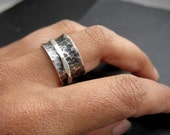 Marteé . oxidized silver spinner ring
