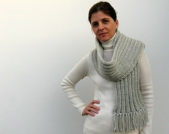 Scarf Knit in Light Gray Wool - Chunky Ribbing - Long with Fringes - Man - Woman