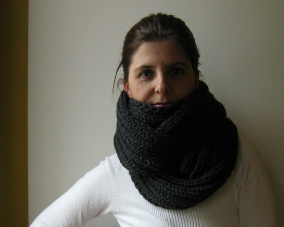 Chunky Cowl Knit in Charcoal Gray Wool, Loop Scarf, Winter Scarf, Wrap Scarf, Mens Cowl, Womens Scarves, Circle Scarf, Neck Warmer