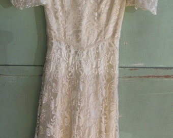 Lace Dress, Gunne Sax Style, Size 13 /14, Wedding Dress, Formal Dress, Cream Color, Satin Belt, Dry Clean Only, Made in USA, Workers Union