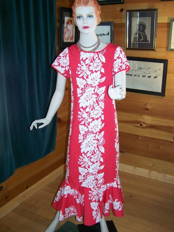 "SALE** Vintage 70s  Women's Dress Red Hawaiian Luau Style From ""Hawaii""  Beautiful  Large -Bust 38"""