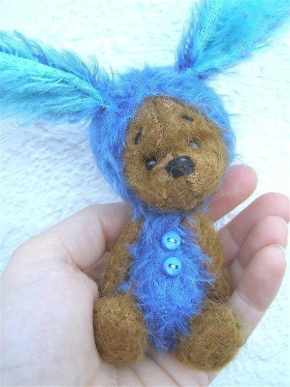 BloohBun E pattern 4.25 inch bunny bear