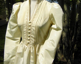 Wedding Gown Royal Juliet or Kate Style by Gunne Sax Vintage 70s Romantic - Ivory Size S to XS