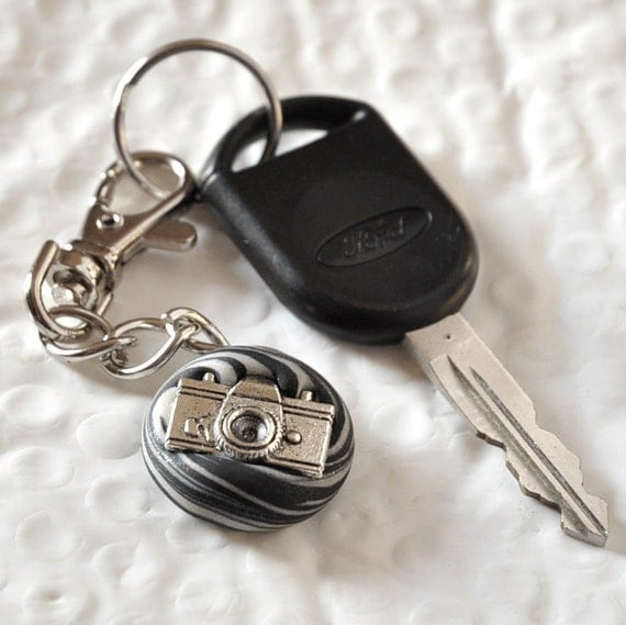 Camera Key Chain Geekery Gift Idea for Men, Women, Teens, Bag Charm for Kids in Black and White
