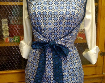 Classic Wrap Apron with Pocket