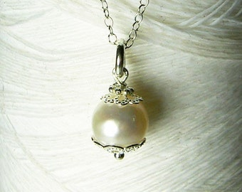 I Feel Pretty - white pearl necklace / single pearl necklace / bridal jewelry / pearl necklace / pearl jewelry / drop pearl necklace
