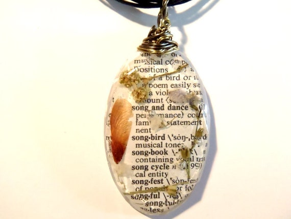 Song Bird Flower Maple Seed Book Page Wire Wrapped Resin Nature Pendant Necklace Green Purple Oval 16 18 adjustable Dictionary Boho Bohemian