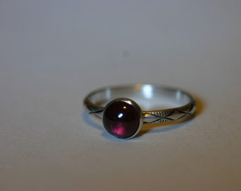 Silver Ring with 6mm Red Garnet - Size US 5