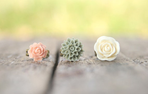 Cream Ivory Rose Flower Ring // Green Moss Flower Ring // Pale Pink Peach Rose Ring Set