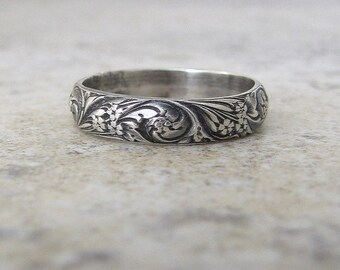 Vintage Look Women's Wedding Band Floral Pattern Ring Antique Silver Floral Wedding Ring Victorian Textured Ring Renaissance Scrollwork Ring
