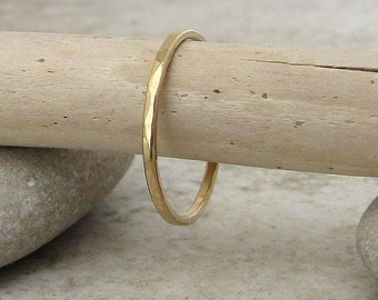 Thin Gold Wedding Band Women's Wedding Ring Hammered Gold Wedding Ring 14k Simple Gold Band Dainty Delicate Gold Wedding Bands Gift for Her