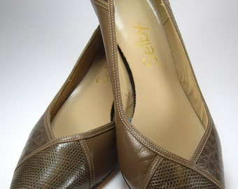 Vintage Selby Brown and Tan Alligator Print  High Heel Pumps, Size 9 B, Ladies Womens Shoes, Accessories, 1980's Fashions