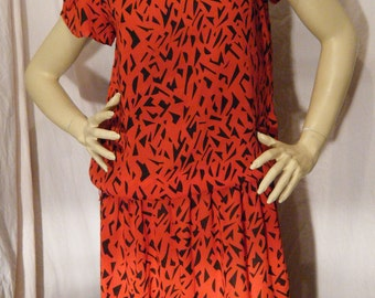 Red Leopard vintage 1980s Drop waist dress with Flutter Sleeves and Button accents Large