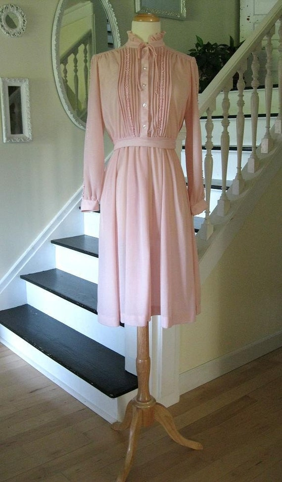 Vintage blush pink dress with lace trim(med-lg)