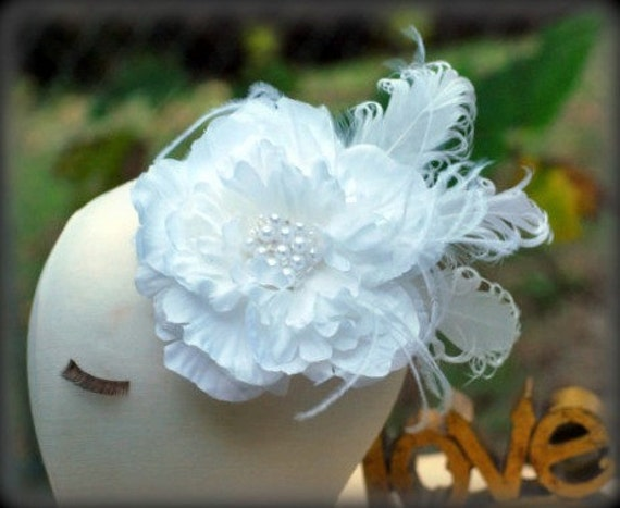 Hair Clip / Comb / Brooch Pin White Flower & Pearls / Rhinestone Fascinator. Statement Sophisticated Bride, Shabby Chic Large Floral Bloom