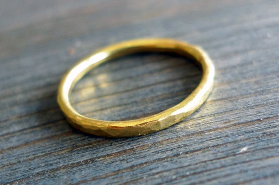 Gold. 18K Hammered Textured Band Wedding Ring (or NOT...). Handmade Gold Ring. 18K Band. Unique Gold Ring. Dainty Wedding Band. Fine Jewelry