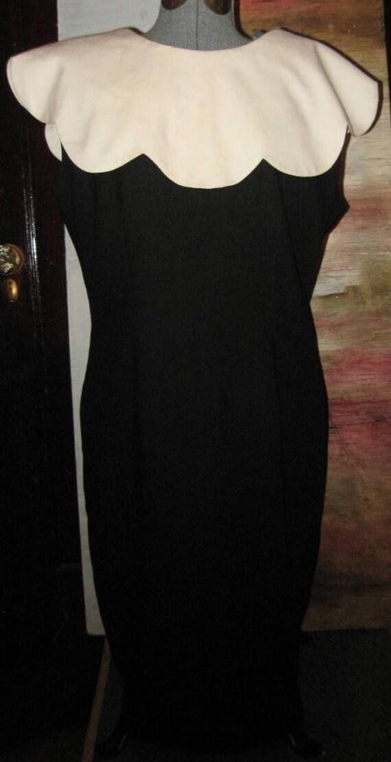 Vtg 80s Black Sleeveless O/S White Tulip Collar Sheath Dress XL