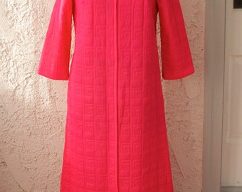 Vintage 1960s Hot Pink Quilted Maze House Coat - XS / S Valentine's Day