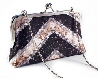 Chevron clutch with chain
