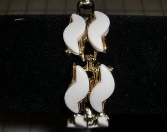 Vintage Bracelet of White Thermoset Art Deco Wave  and Goldtone Link Bracelet