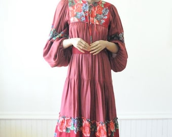 70's RED EMBROIDERED DRESS Festival Dress Ethnic Floral Hippie Dress / Boho / Gown by Sharanel Size Small
