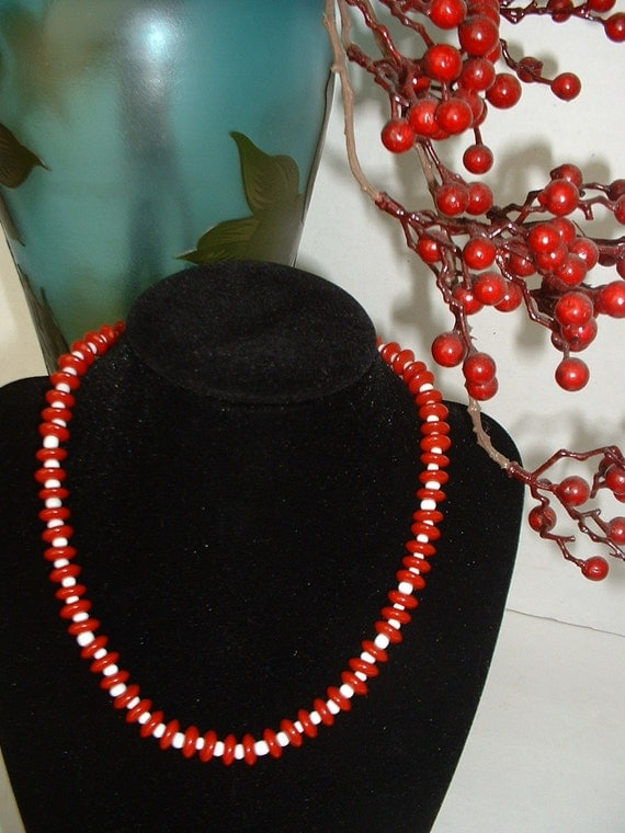 ART DECO Vintage CZECH Curved Red & White Glass Bead Stripe Necklace Original 1930