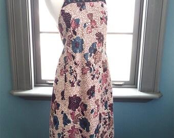 Belleville... vintage circa 1970s ethnic tribal jumper apron/pinafore dress in a floral batik print (s - m)