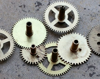 Vintage clock brass gears -- set of 7 -- D6
