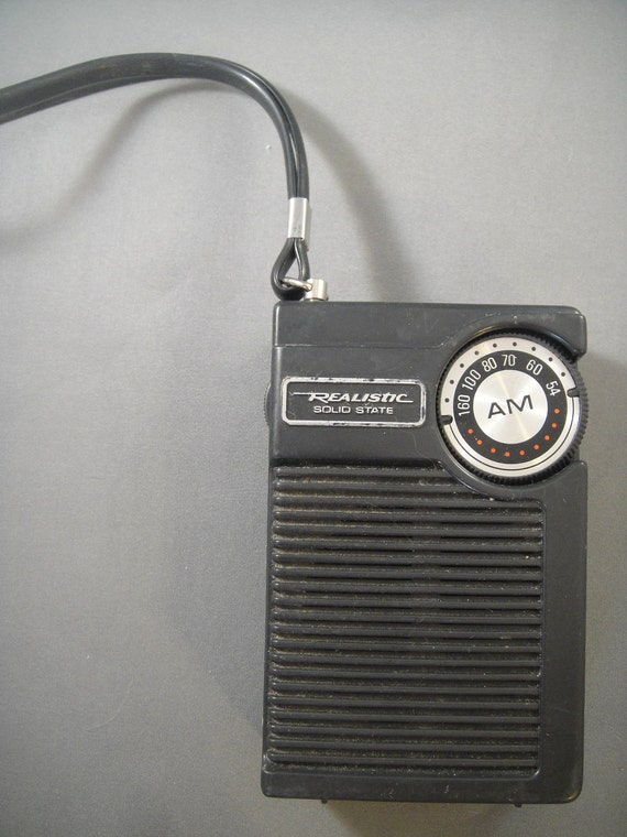 Liste produit besides Radio Shack Transistor Radio moreover Great 80s Toys And Their App Store Equivalents Radio Shack 100 1 Electronics Lab likewise Old radios furthermore Que Es Un Transistor. on tandy transistor radio