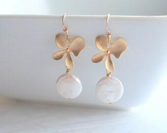 Freshwater coin pearl, gold flower, earrings - PETAL