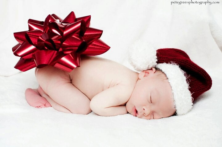 Newborn christmas hat a perfect photography prop by for Cute baby christmas photo ideas