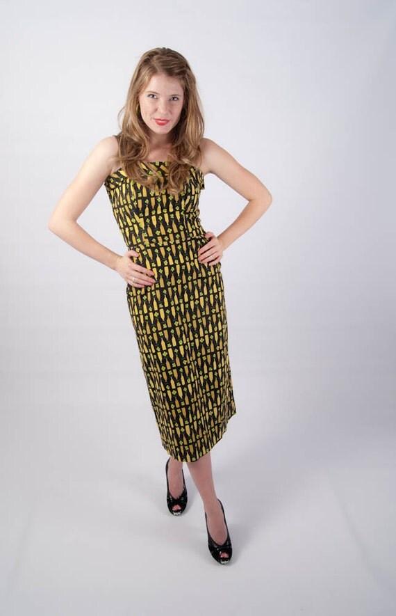 SALE // Fabulously Fitted Vintage 1950s Novelty Print Dress // Boned Classic Rockabilly Wiggle Nipped Waist Dress // halloween costume
