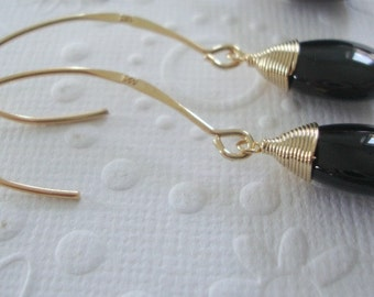 Modern earrings, Black earrings, long earrings, black onyx earings, Black drop earrings, Long Earrings, Black and gold earrings, wife gift