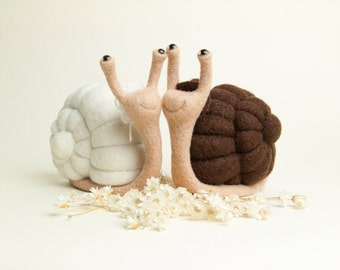 Mr and Mrs Cake Topper - Snails - Bride and Groom