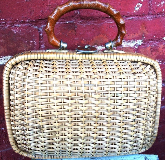 CLEARANCE!!!  Vintage Straw/Wicker Purse - 1960's Find w/Wood Handle & Latch, Super Retro Look, Gaymode Brand, Mid Century Must