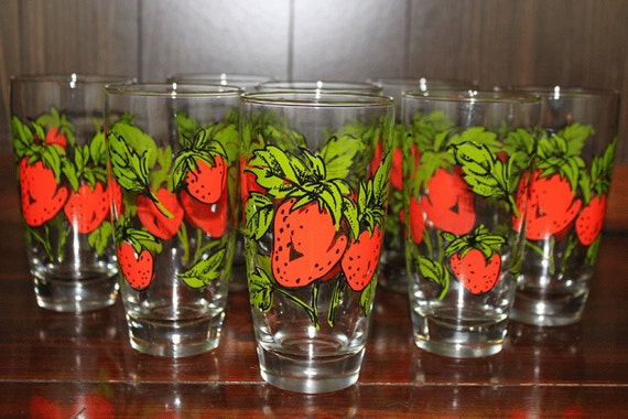 Vintage Strawberry Drinking Glasses - Lot of 8