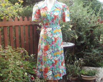 Vintage 1940s tea dress pretty floral c.1970s poppies and daisies cotton belted