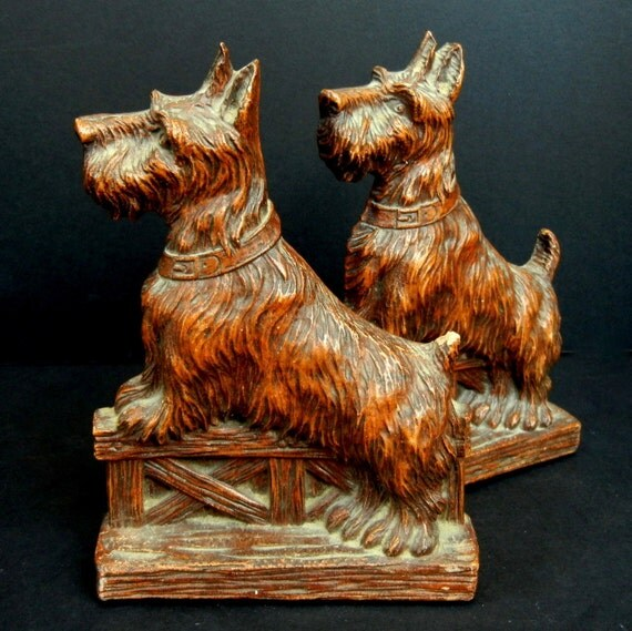 Scottish Terrier  //  SCOTTIE BOOKENDS / Vintage / Syroco Material / Functional and Decorative / 6 1/2 inches High  //  eb16