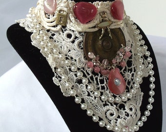 White bib necklace, Hipster Retro Jewelry, pink n white lace collier, One of a kind choker.