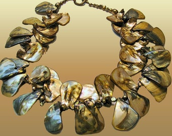 Multitone Khaki Shell Bold Necklace