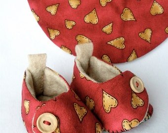Baby Shoes, Hand Sewn Hearts Newborn Booties and Bib Set,  Rust and Tan Country Hearts,  Hand Stitched Baby Shoes