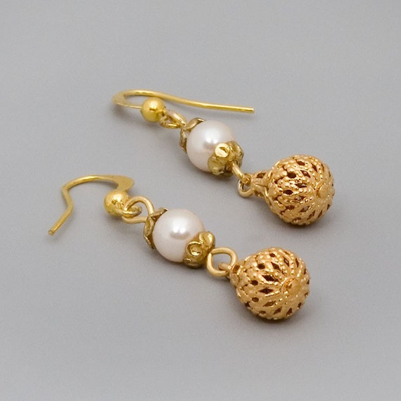 Gold Pearl Earrings, Drop Earrings, Dangle Earrings, Victorian Earrings, Wedding Jewelry, Bride Earrings, Antique Gold Coated Jewelry