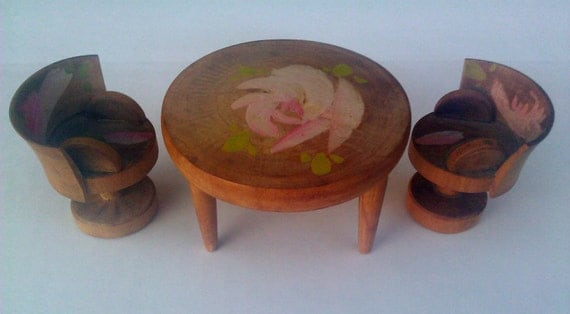 Miniature Doll House Furniture/  Round Table and Chairs