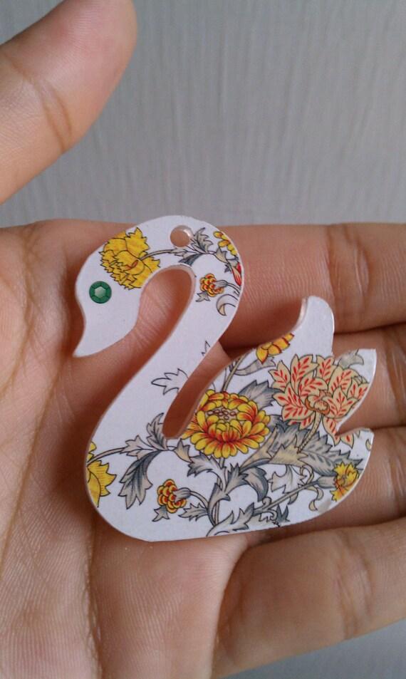 Blue Moon Bella Artiste Plastic Vintage Floral Design Swan
