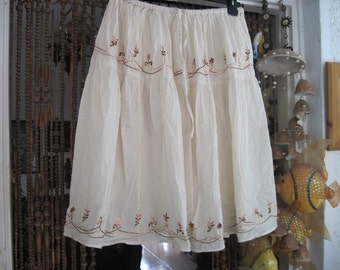 Embroidered White Cotton Skirt, Vintage - Medium to Large