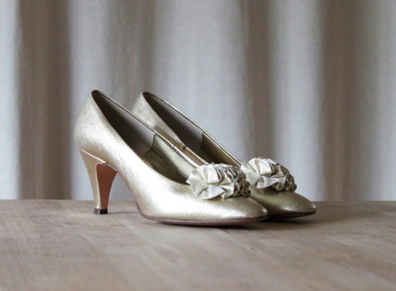 Vintage Gold Leather Pumps / 1950's Pumps / Wedding Heels / Bridal Shoes / Size 5-5.5