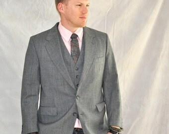 Vintage Men's Suit Jacket & Vest Set Gray Glen Plaid Red Blue Accents 42S Preppy Menswear Fashion