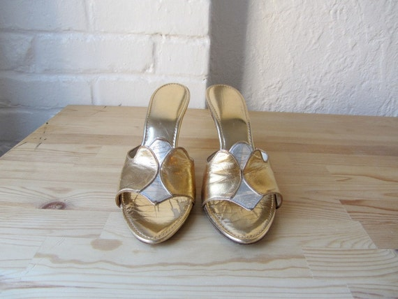 50s shoes . gold party heels . size 7 . 1950s metallic